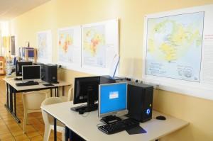 25 postes informatiques mis à disposition au CDI du Lycée Saint-André